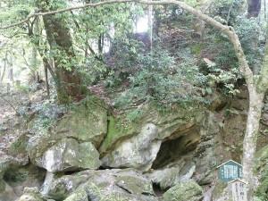石山寺 くぐり岩